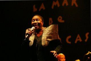 Miriam Makeba en gira internacional despidiendose para siempre de los escenarios del mundo.