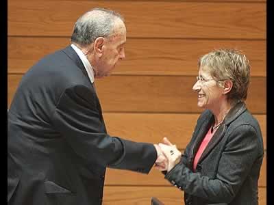 La Presidenta del Parlamento Gallego despide a D. Manuel Fraga