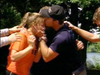 Lesbian kiss on amazing race 12