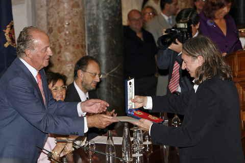 Rosendo acaba de recibir en Córdoba de manos del Rey la medalla al Mérito de las Bellas Artes