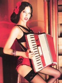 http://photos1.blogger.com/blogger/2809/900/1600/Adriana_Lima26.jpg