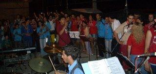 Foto de CMatos (Todo o grupo a cantar o hino da actividade)