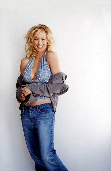 Tea Leoni, again