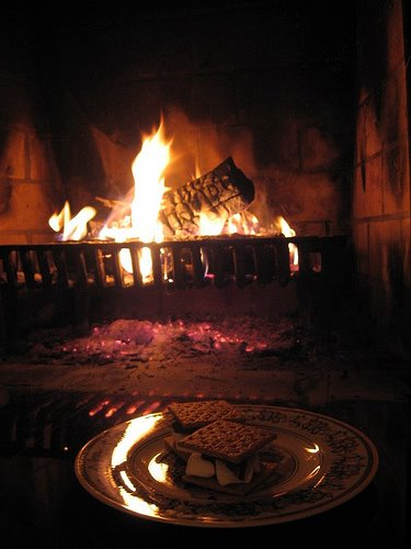 How Bourgeois: Fireplace S'mores