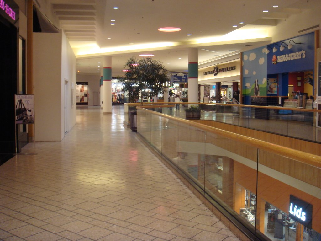 Macy's Holyoke Mall offers a first class selection of top fashion brands including Ralph Lauren, Calvin Klein, Clinique, Estee Lauder & Levis. In addition to shoes and clothing, Macy's has a wide variety of housewares, gifts and furniture in select getessay2016.tkon: Whitney Avenue, Holyoke, , MA.