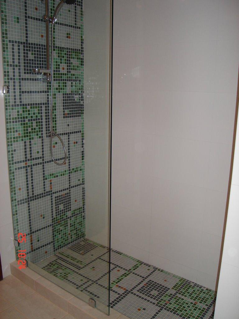 Decoraci n de mosaico en el hogar instalacion de teselas - Mosaico para banos ...