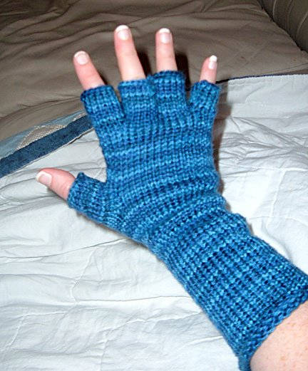 Knitting Yarn Weights Explained : Knifty red s fingerless glove pattern