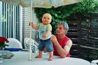 kleine Henk en Opa, Henkje op tafel 2 (copyright 2006 by Coegie)