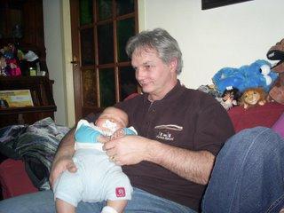 Kleine Henk slaapt en Opa bijna