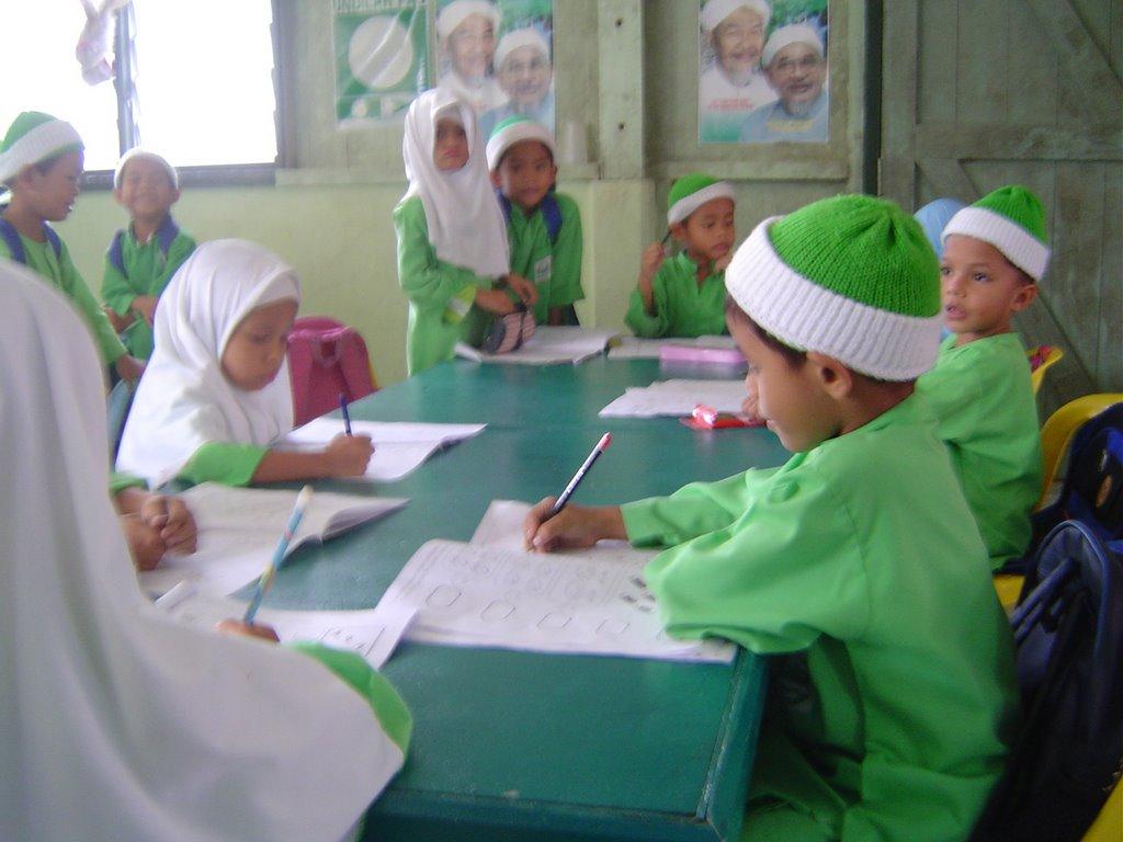 tunas muslim Toko baju muslim : baju gamis pria, gamis wanita, jubah pria arif hidayatulloh (pengajar ponpes tunas ilmu) gratis untuk umum ikuti kajian akbar.