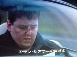 シアラーの車を盗む2人