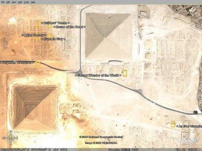 이집트의 피라미드들과 스핑크스의 인공위성 사진