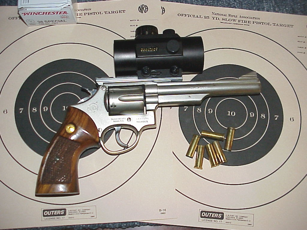 simmons red dot scope. taurus model 66 revolver. .357 magnum with simmons red dot sight scope