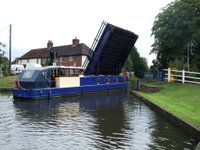 Narrowboat holding up the traffic