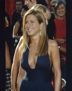 jennifer-aniston-braless