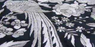Detalle mantón de Manila en blanco perla