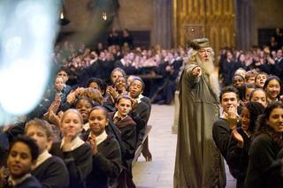 Dumbledore entreteniendo a los niños