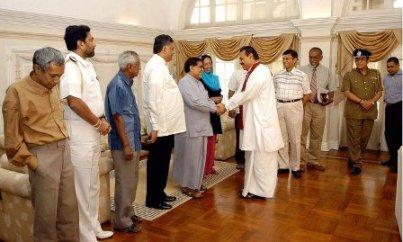 SriLanka's Minister of Health and Leader of the Geneva delegation, Nimal Sripala de Silva and others meeting with Sri Lanka's President Mahinda Rajapaksa at Temple Trees [TamilNet]