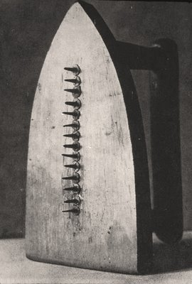 Man Ray, «The Gift»