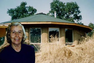 Photo from Groundworks web site at www.cpros.com/~sequoia/cobhome.jpg