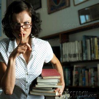 Resultado de imagen de bibliotecaria mandando a callar