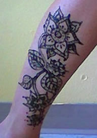 henna tattoo for the leg