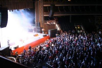 UHF no Coliseu de Lisboa. Imagem da plateia. Fotografia: BGP