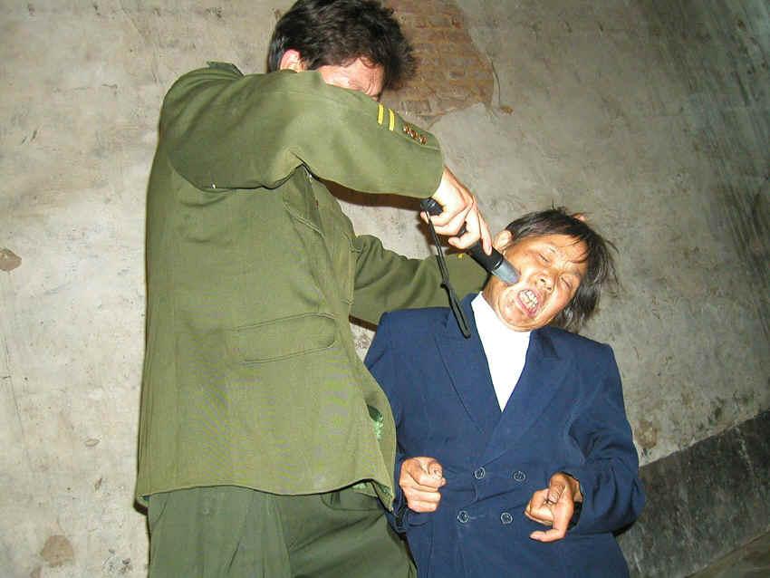 пытки над девушками смотреть бесплатно 10