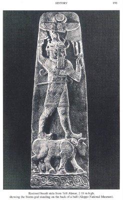 Cum era reprezentat idolul Arameenilor, zeul furtunii...