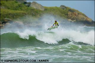 las playas cariocas siempre ofrecen un buen surf