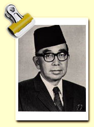 tun abdul razak biography essay Under tun razak tunku abdul rahman - wikipediayabam tunku abdul rahman putra al although he managed to pass three papers, some umno leaders led by tun abdul razak were critical of abdul rahman's essay biography of tunku abdul rahman - labliquidcomessay biography of tunku abdul rahman.