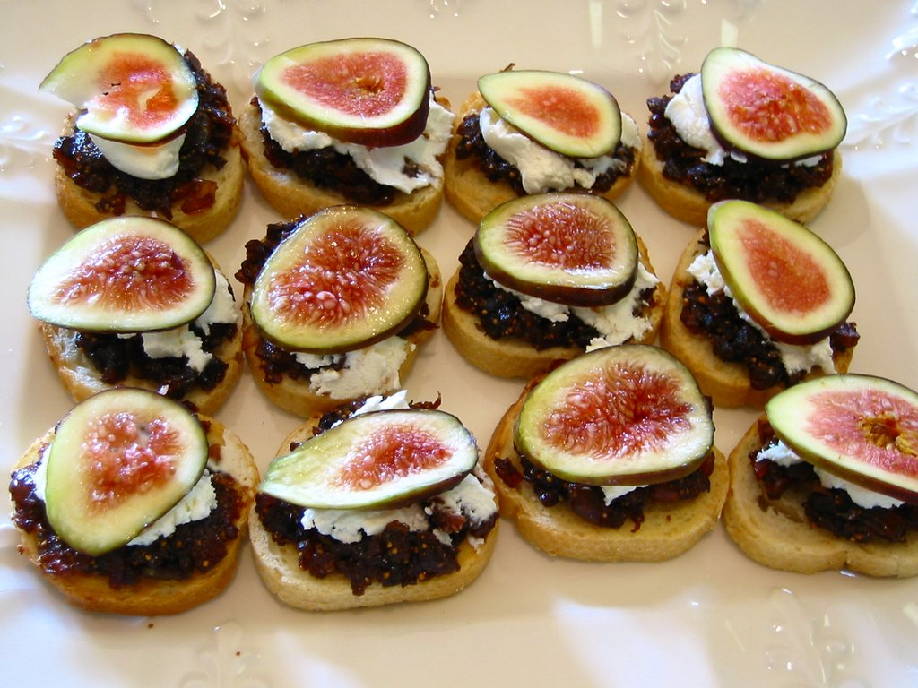 The Savory Notebook: Fig and Goat Cheese Crostini