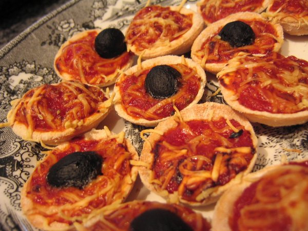 tasca da elvira mini pizzas tomate et fromage. Black Bedroom Furniture Sets. Home Design Ideas