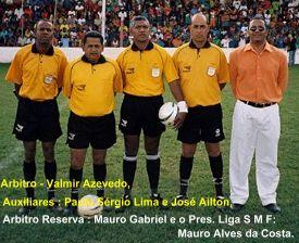 A direita o Presidente Mauro A da Costa - da LIGA e Arbitragem da Partida