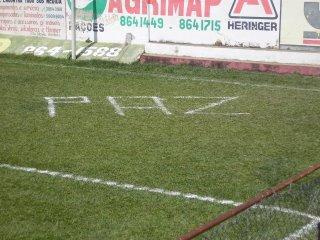 Com pedido de PAZ estampado no gramado, Perdões recebe o último jogo da Copa !