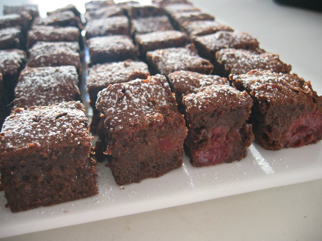 Esurientes - The Comfort Zone: Chocolate Cherry Brownies