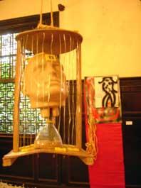 Gaiola Espacial, de Raimundo da Cruz Cordeiro; ao fundo: Voto, de JK Rolando