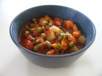and tomatoes on top of each other in a pan in this order Green Peas (Bezelye)