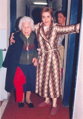 Foto de Germana, a costureira com Alice Pires