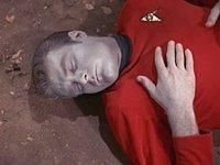 Típico Camisa Roja poco tiempo despues de salir en el capitulo...
