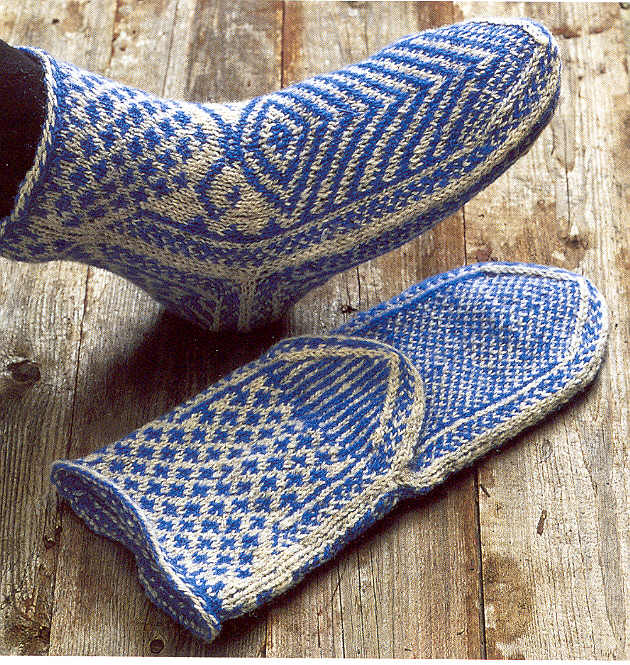 Easy Knit Baby Booties Free Pattern : two-end knitting, twined knitting, two-toned or two-color brioche stitch? T...