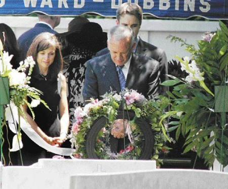 the gallery for gt jonbenet ramsey funeral