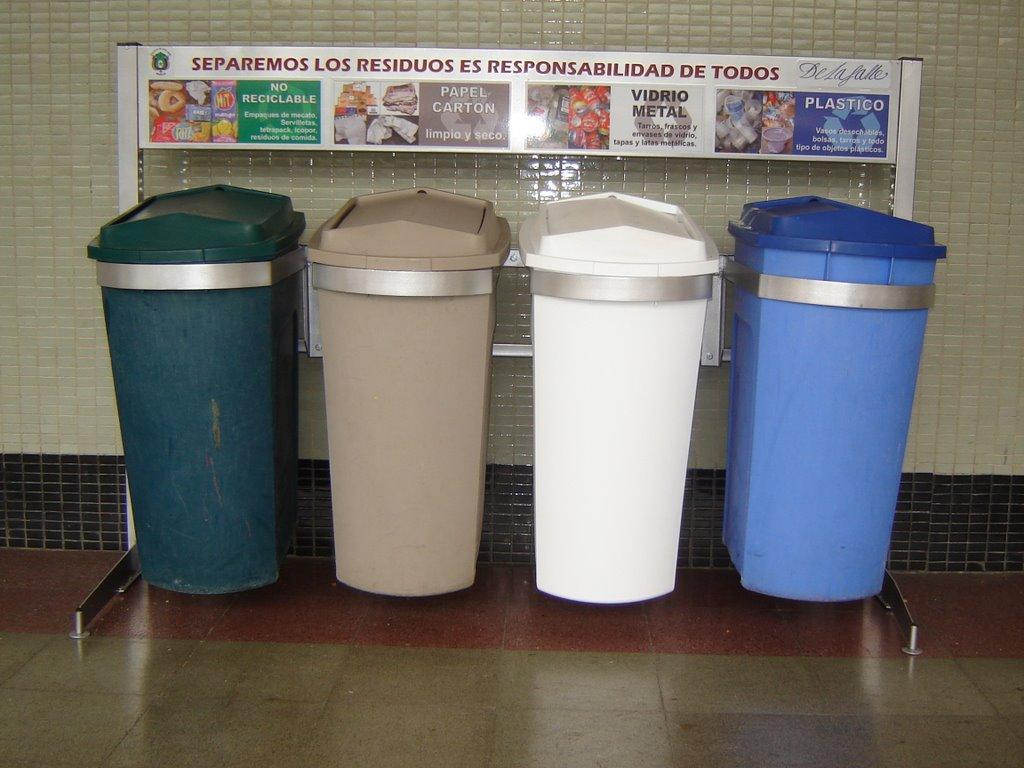 Aprendiendo a reciclar como se debe reciclar en colegios - Colores para reciclar ...