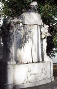 Estatua de Mendel. Foto del Mendelovo muzeum - Muzeum Genetiky