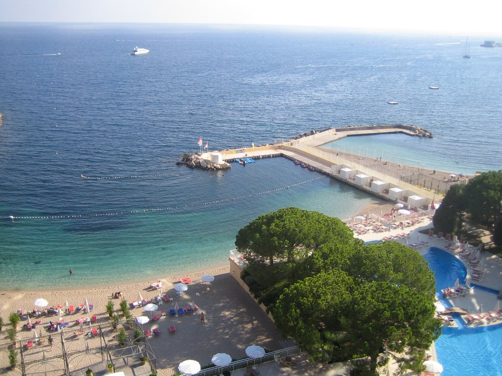 Hotel magician hotel reviews le meridien beach plaza - Monte carlo beach hotel ...