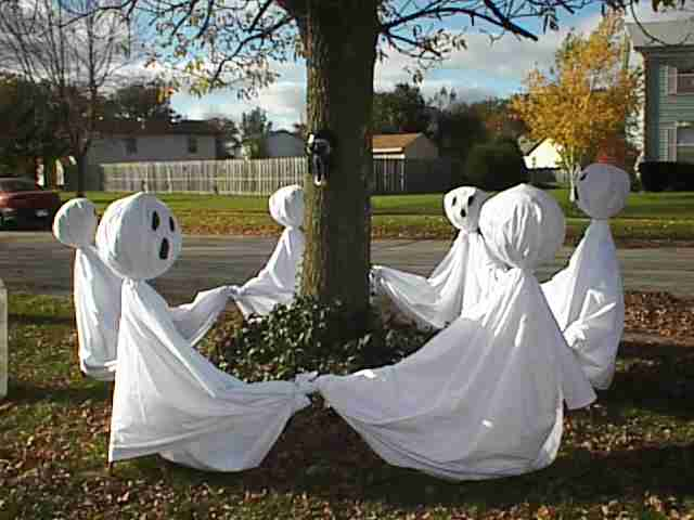 Pregnant pauses tomb tunes for Ghost decoration ideas