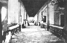 Historia. Esta fotografía fue obtenida a principios del siglo XX. Se observa el interior del Hospital de Caridad, que fue el que le siguió al Real Hospital. (Foto: El Liberal)