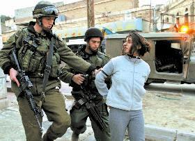 Israeli Occupation soldiers kidnap girl in Hebron.