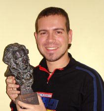 Juan Carlos Marí recibiendo el Goya al mejor cortometraje de animación 2003