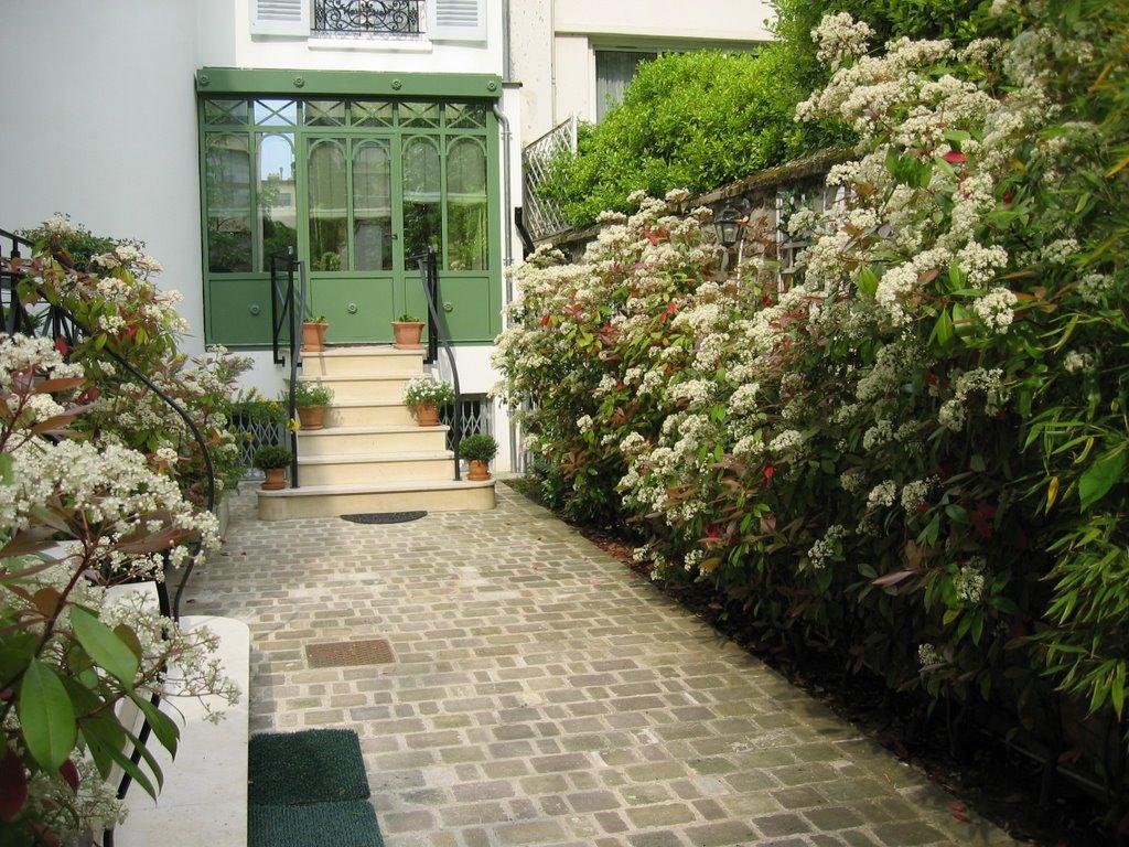 amenagement d 39 exterieur jardinier paysagiste corse paca paris une haie fleurie. Black Bedroom Furniture Sets. Home Design Ideas